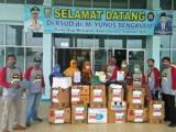 Bakti Sosial Ikatan Alumni SMPN 02 Kota Bengkulu Angkatan 1992, Bagi-bagi APD Untuk Tim Medis