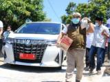 Usai Live di Medsos, Walikota dan Wawali Ikut Bagikan Rasmie ke Rumah-rumah Warga