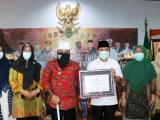 Menkes RI Berikan Walikota Bengkulu Sertifikat Eliminasi Malaria